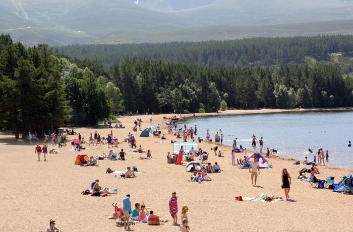 Loch Morlich beach, busy on a summers day
